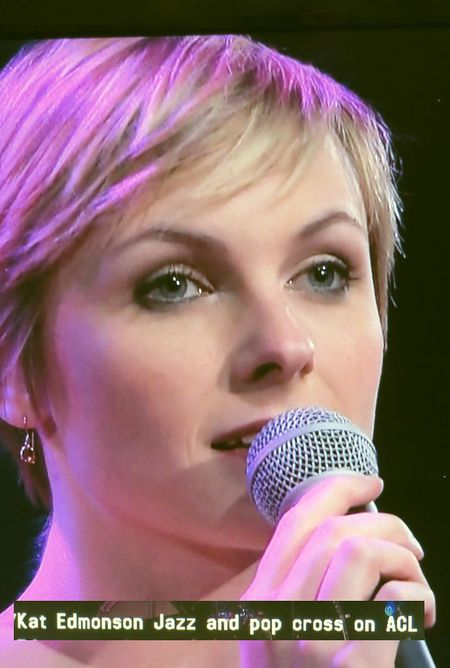 Kat_Edmonson_on_Austin_City_Limits_850x1290