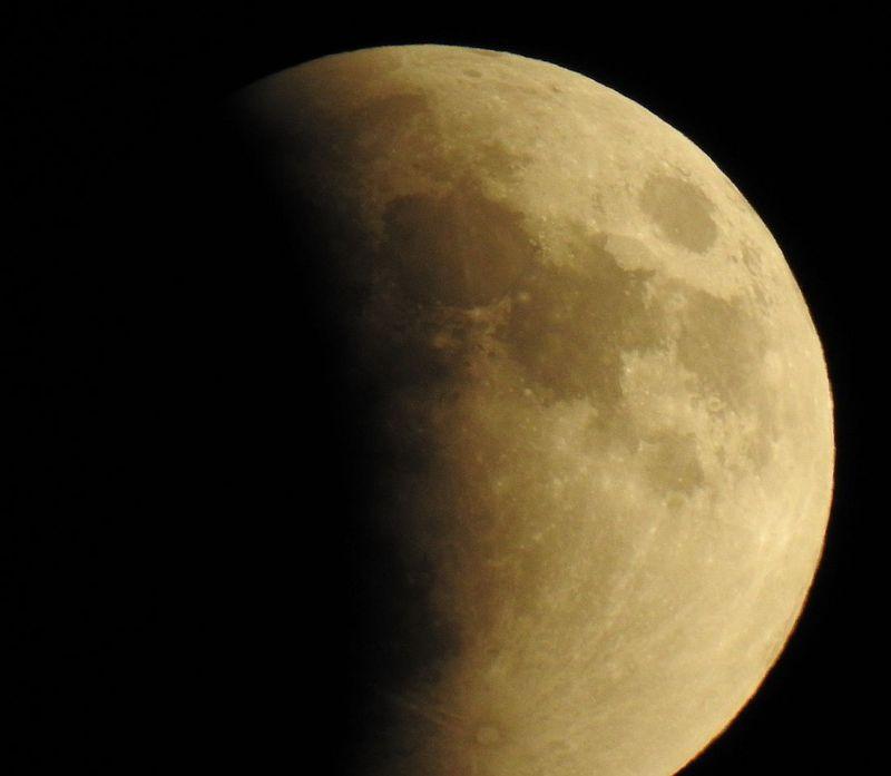 LunarEclipse_8_15PM_Sept27_2015_DSCN0309