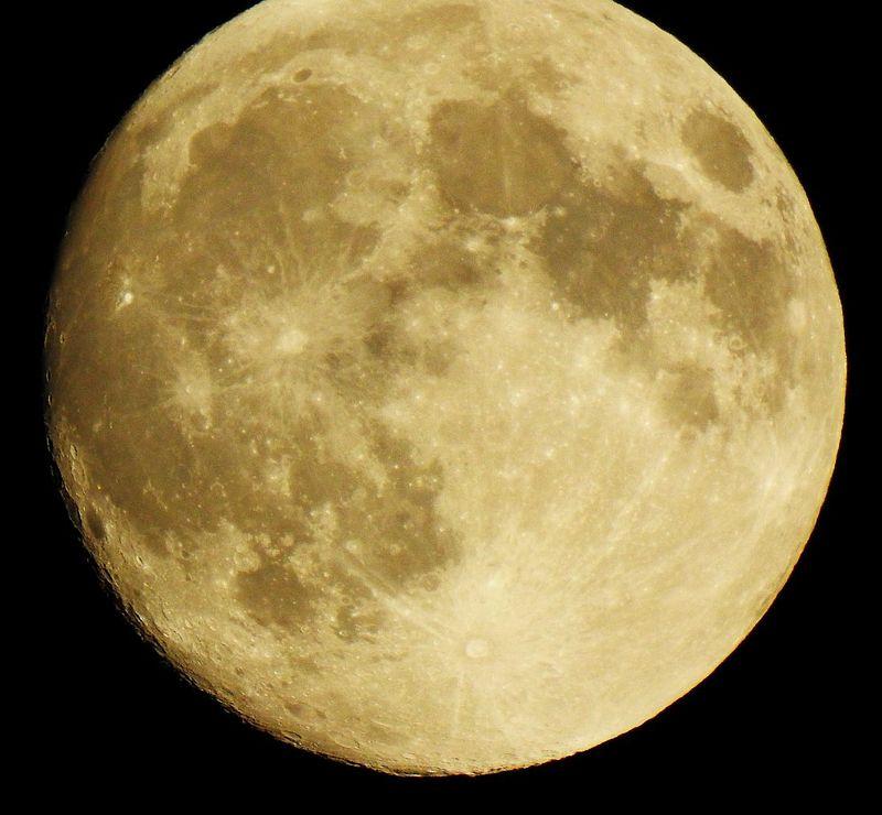 Moon_8_41_Sept26_2015_DSCN0299