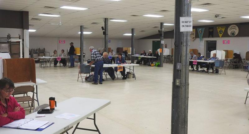 Voting_2016_Inside 4-H Center_WinnerSD_Nov8_2016